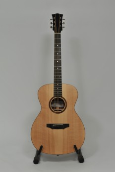 Guitare folk modèle OM